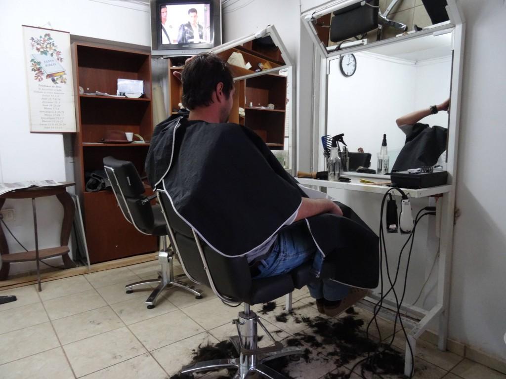 Auch Haare schneiden muss mal sein! Entgegen einiger Erwartungen kommen wir NICHT mit verfilzten Haaren nach Hause...