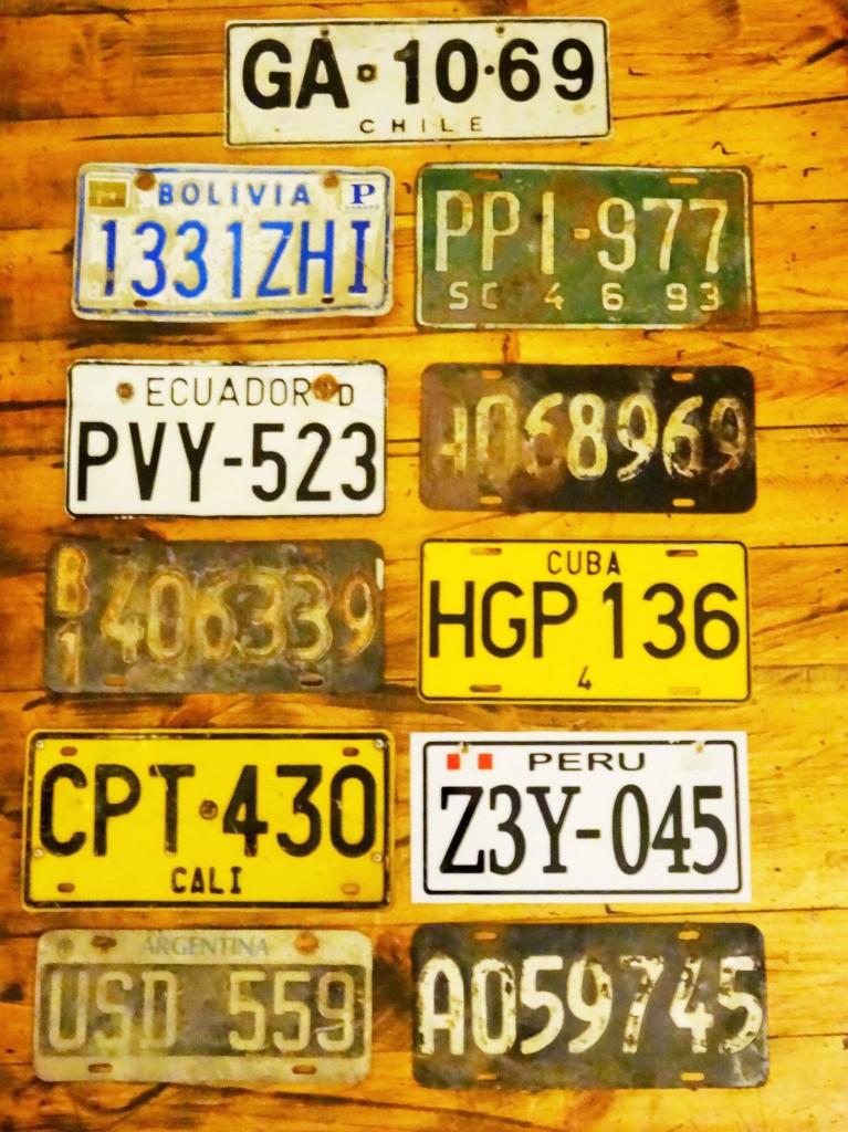 Ob vom Markt, von der Strasse, vom Schrottplatz oder von einem alten Auto abgerüstet - unsere Autoschilder-Sammlung ist vollständig!