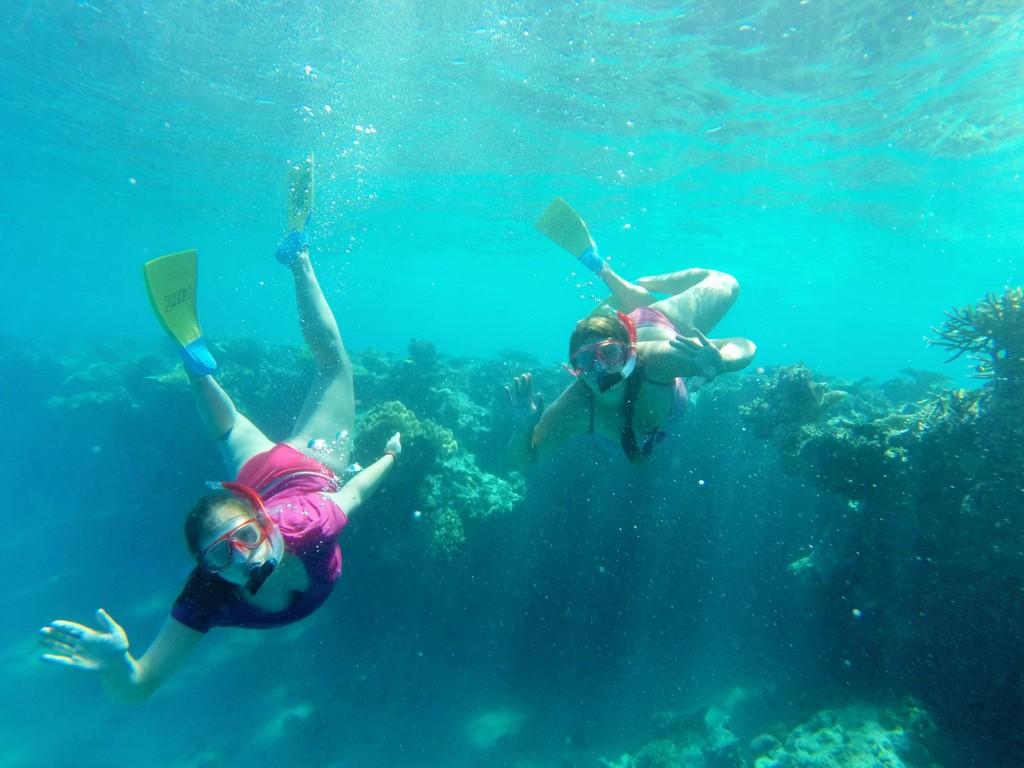 Schwestern unter Wasser