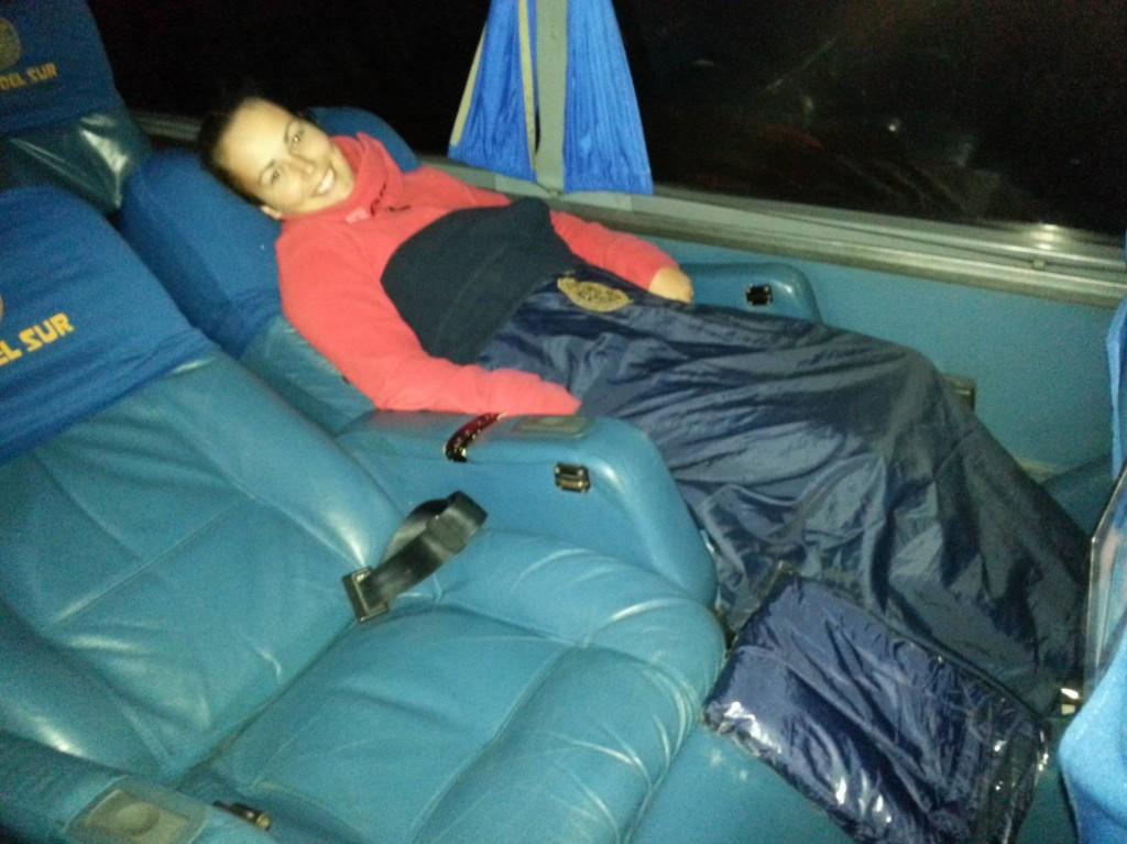Wie Erste - Klasse - Fliegen! Mit eigenem Fernseher und serviertem Essen... So vergeht die Zeit im Bus wie im Flug...