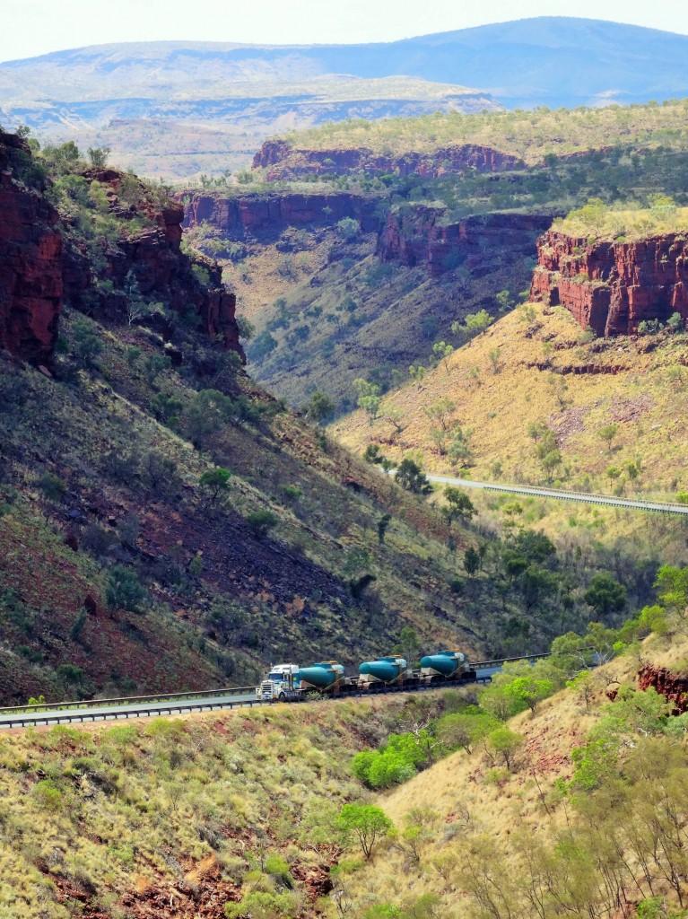 Überall finden wir die riesige Road Trains