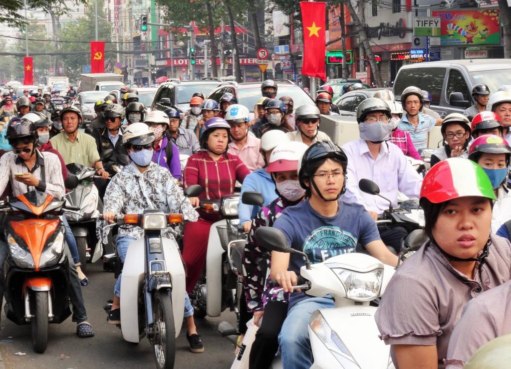 Ja, so sehen viele Strassen Vietnams aus...