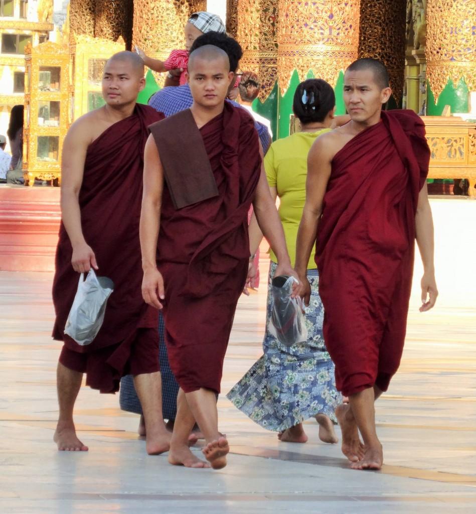 Alle Männer in Burma müssen zweimal im Leben Mönch sein...einmal als Kind oder Jugendlicher und einmal als erwachsener Mann