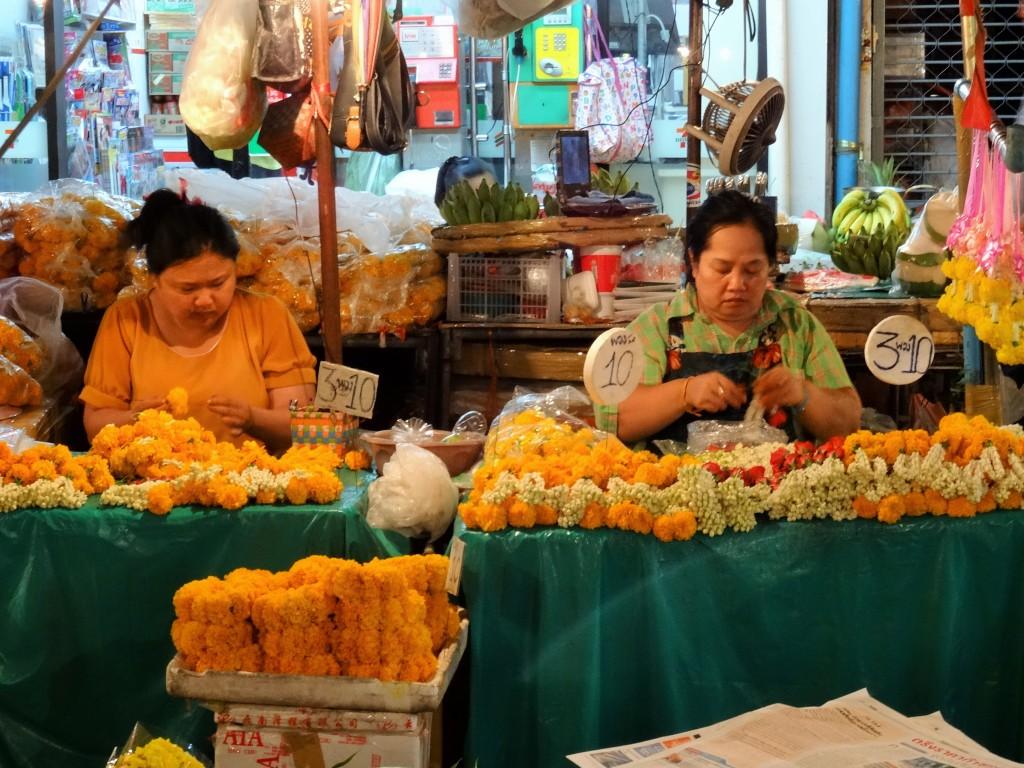 Am Blumenmarkt von Bangkok...