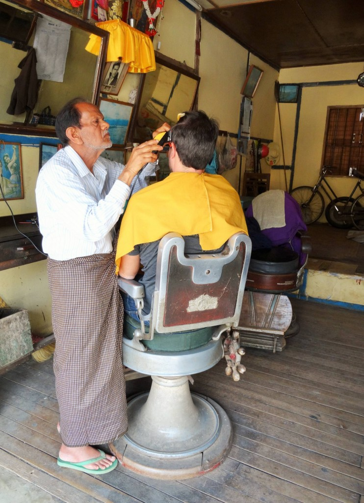 Besuch beim Friseur von Kalaw