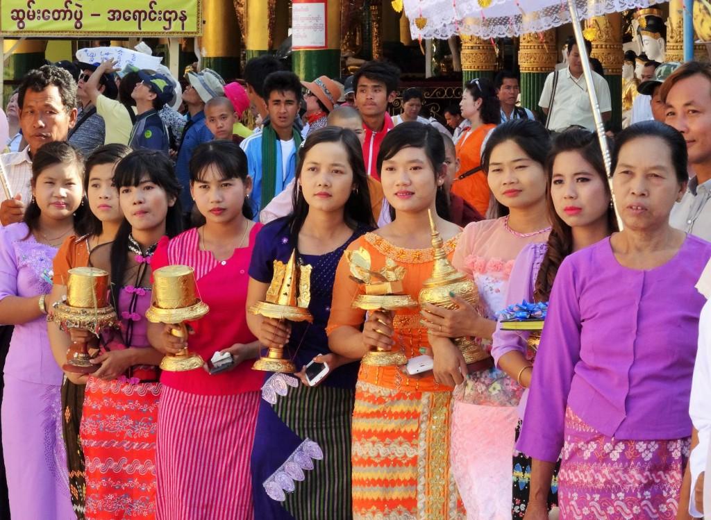 Ca. 70 Prozent der Leute in Burma gehören zur ethnischen Gruppe der Bamar
