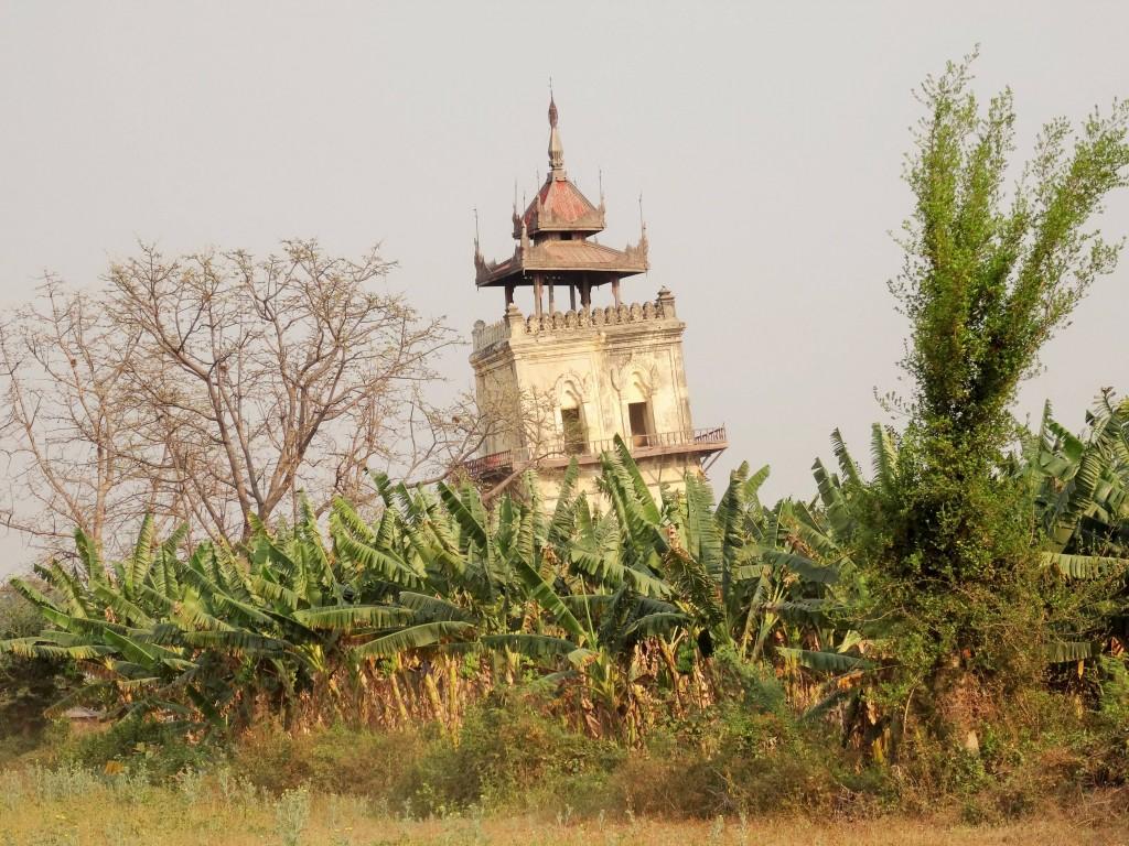 Der schiefe Turm von Inwa