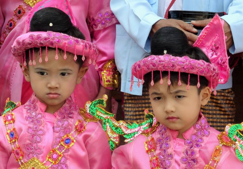 Diese Kleinen werden bald Mönch - Novizen sein...