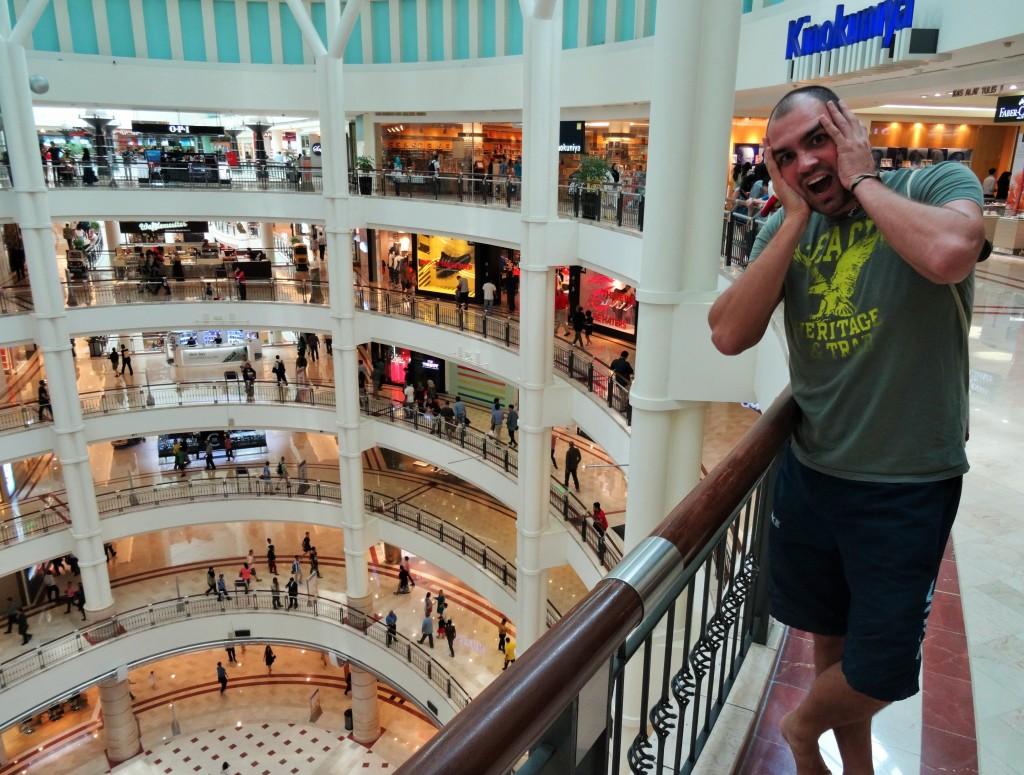 Shoppingpalast - Ein Schrecken für Reto