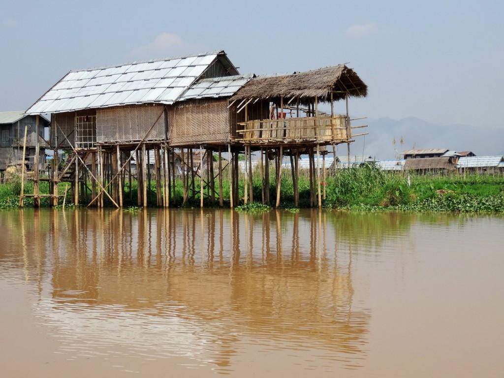 Typische Holzhäuser am Inle See