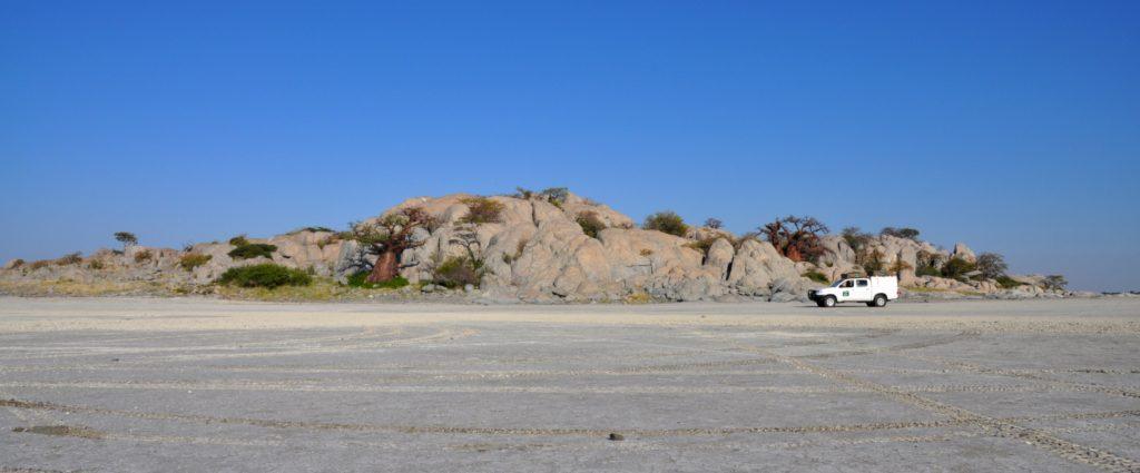Kubu Island liegt mitten auf einem Salzsee